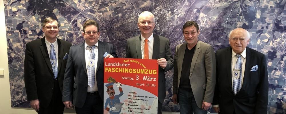 Der Lustige Faschingsstammtisch Weiß-Blau e.V. mit Oberbürgermeister Alexander Putz und Mitorganisator Helmut Malik